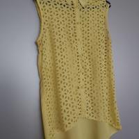 gele blouse met doorschijnende voorkant L