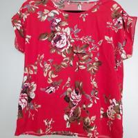 shirt rood met bloemen M - L