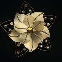 decoratie voor aan de muur goud bloem ( 4 diamantjes ontbrek
