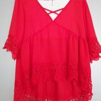 rood shirt met kant en kruiskoord M