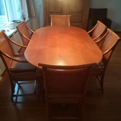 Rotan eethoek met 6 stoelen