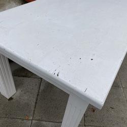 Witte robuuste tafel 223 cm lang bij 95 cm