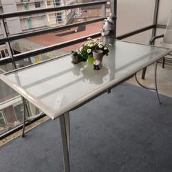 een mooie terras tafel