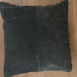 Kussen van suède en wol 50 x 50 cm