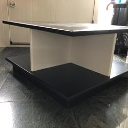 Zwart houten lage tafels en kastje