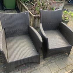 2 relax stoelen + tafeltje/voetenbank