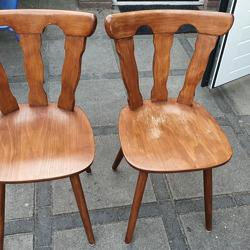 Paar solide houten stoelen
