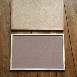 Prikbord (2x) kurk met houten lijst