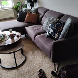 Mooie bruine stoffen 2 zitsbank met loungedeel