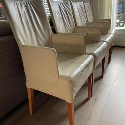 Vier leren eetkamer stoelen