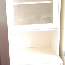 IKEA kast met 4 lades, planken en glazen deur