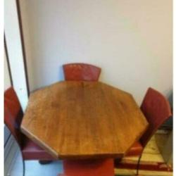 Eet tafel met vier stoelen