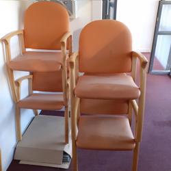 4 degelijke stoelen