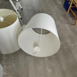2 grote witte lampenkappen
