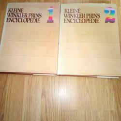 De Kleine Winkler Prins Encyclopedie in twee delen