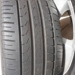 Gratis af te halen: 17 inch velgen met Pirelli banden.