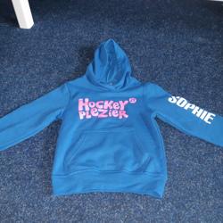 Hoodie hockeyplezier naam Sophie maat 116-122