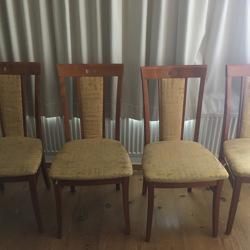 Vier stoelen eettafel