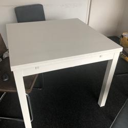 Eettafel van IKEA