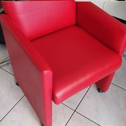 4 rode eetkamerstoelen op wieltjes