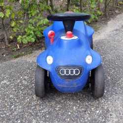 Blauwe loopauto