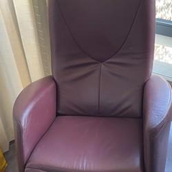 Leren fauteuil én 2 stoelen