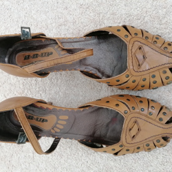 Open dames schoen met hak, cognac kleur, mt 40 € 15,95