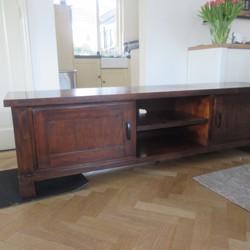 Prachtig TV meubel mindy Hout en 2 houten bijpassende zuilen