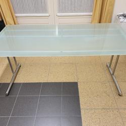 Bureau, glazen blad met metalen onderstel