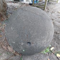 Grote stenen waterbol