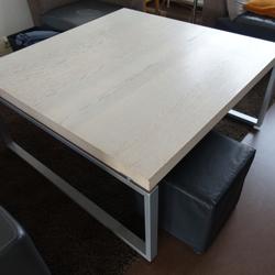 Robuuste salontafel, winkel presentatietafel of speeltafel