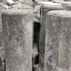 Betonnen palen ca. 20 stuks 20cm X 60cm