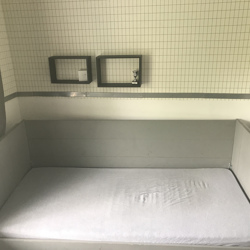 Mooi houten bed  met lade incl bedbodem en matras