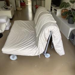 2-persoons slaapbank (Ikea) wit/grijs op wielen