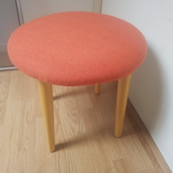 krukje met oranje zitting