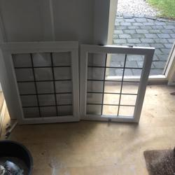 Twee glas in lood deurtjes