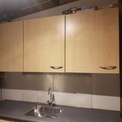 keuken, zachtgeel en keukenblok