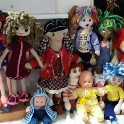 Verschillende poppen te koop waaronder veel zelf gemaakt!!