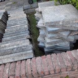 Grijze tegels 50x50, 5 cm dik in prima staat