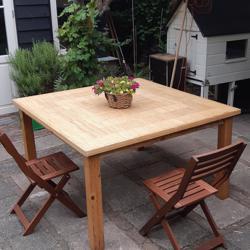 grote vierkanten tafel