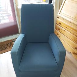 Twee duurzame blauwe fauteuils