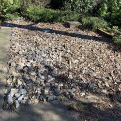 Ruim 25m2 grote grijze tuin stenen.