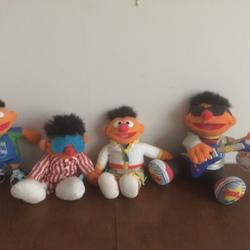 4 grote Ernie poppen