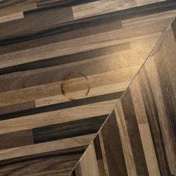 Vierkante houten tafel