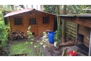 Tegels en grindtegels door verbouwing tuin vrijgekomen