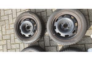 Hankook Winter Icept Evo winterbanden op velg Peugeot 206