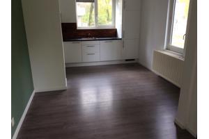 Mooie laminaatvloer, ongeveer 70 m2