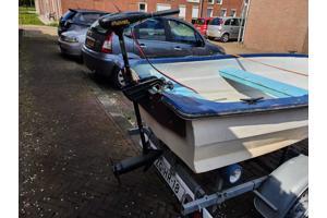 Polyester boot met kanteltrailer