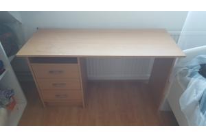 Licht klein bureau met 3 laadjes