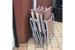 Vier tuinstoelen